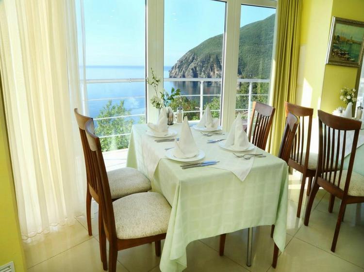 Отель «Маджестик» в Крыму: столовая